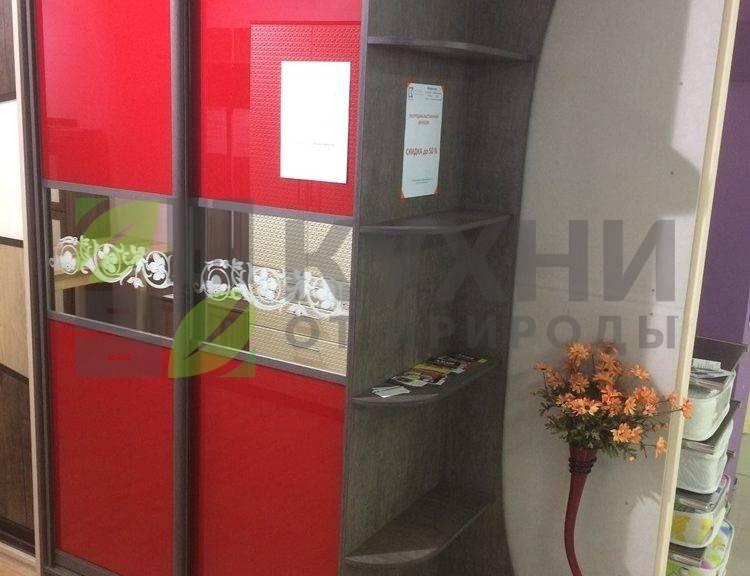 Красный шкаф-купе с дверьми Лакобель