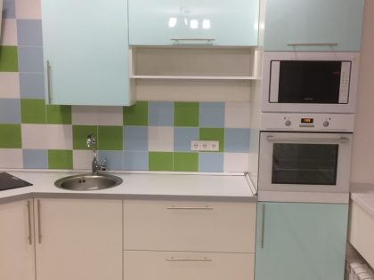 Бело-голубая кухня Alva с глянцевыми фасадами