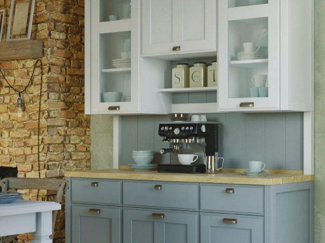 Светлая кухня из массива ясеня модели «Лугано»