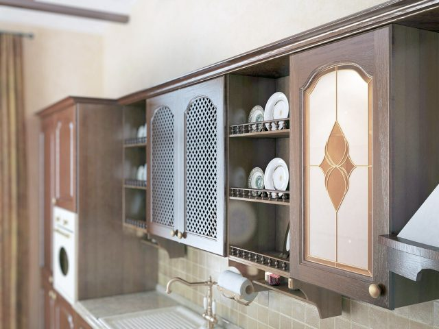 Классический кухонный гарнитур Lucia из массива дуба