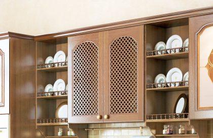 Классическая кухня Lucia с фасадами из массива дуба