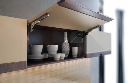 Кухня из МДФ Вива с интегрированной ручкой из дерева