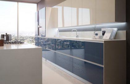 Кухня ALVA с фасадами из МДФ с алюминиевым профилем