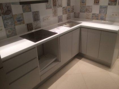 Кухня Breeze с матовыми фасадами, покрытыми МДФ-эмалью