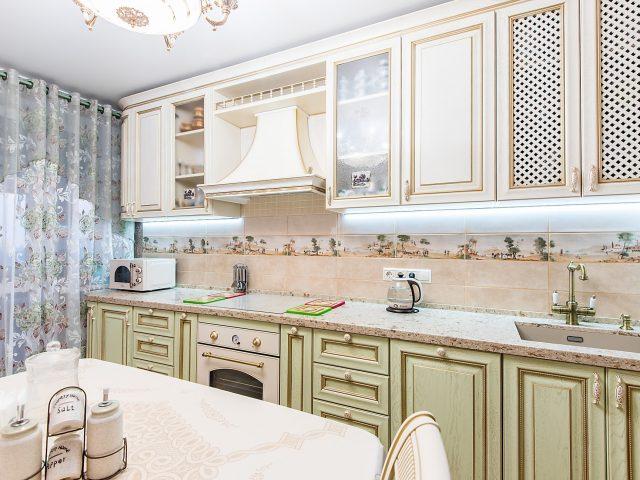 фото №2 светлой кухни из массива дерева в классическом стиле Флоренция