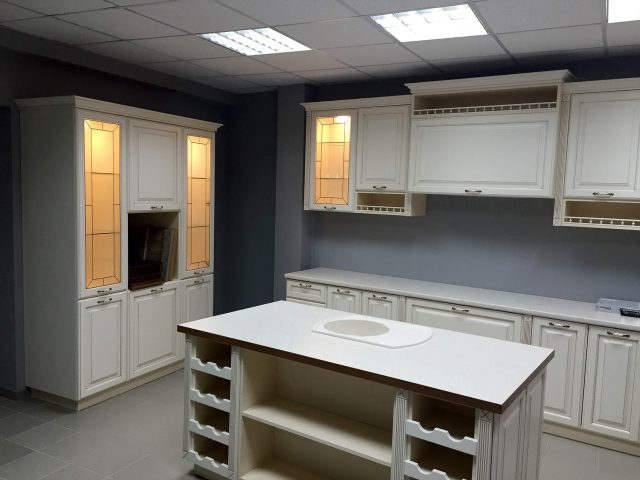 Кухня Европа с МДФ фасадами в неоклассическом стиле