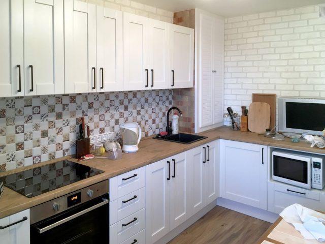 Кухня Альба с рамочными фасадами из натурального массива дерева