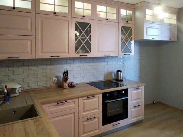 Розовая кухня Роза в стиле Неоклассика