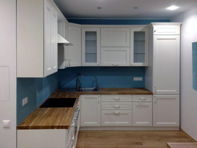 Фото кухни из шпона Вернисаж в белом цвете