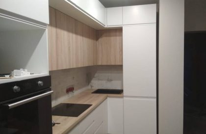Белая кухня Бриз с фасадами из МДФ с фрезерованной ручкой