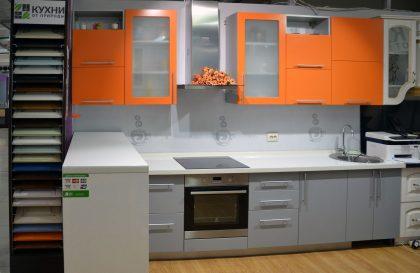 Кухня ЗОВ с фасадами из Акрила и Натурального Шпона