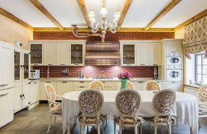 Кухня Лугано с фасадами из Массива ясеня в стиле Кантри